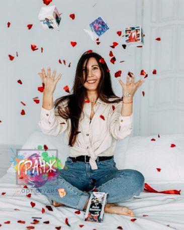 Фото открытка БУМ с конфетти ко дню рождения